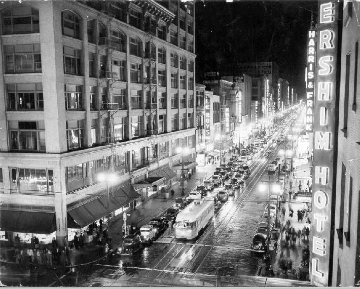 Broadway_at_night_Los_Angeles_1940s